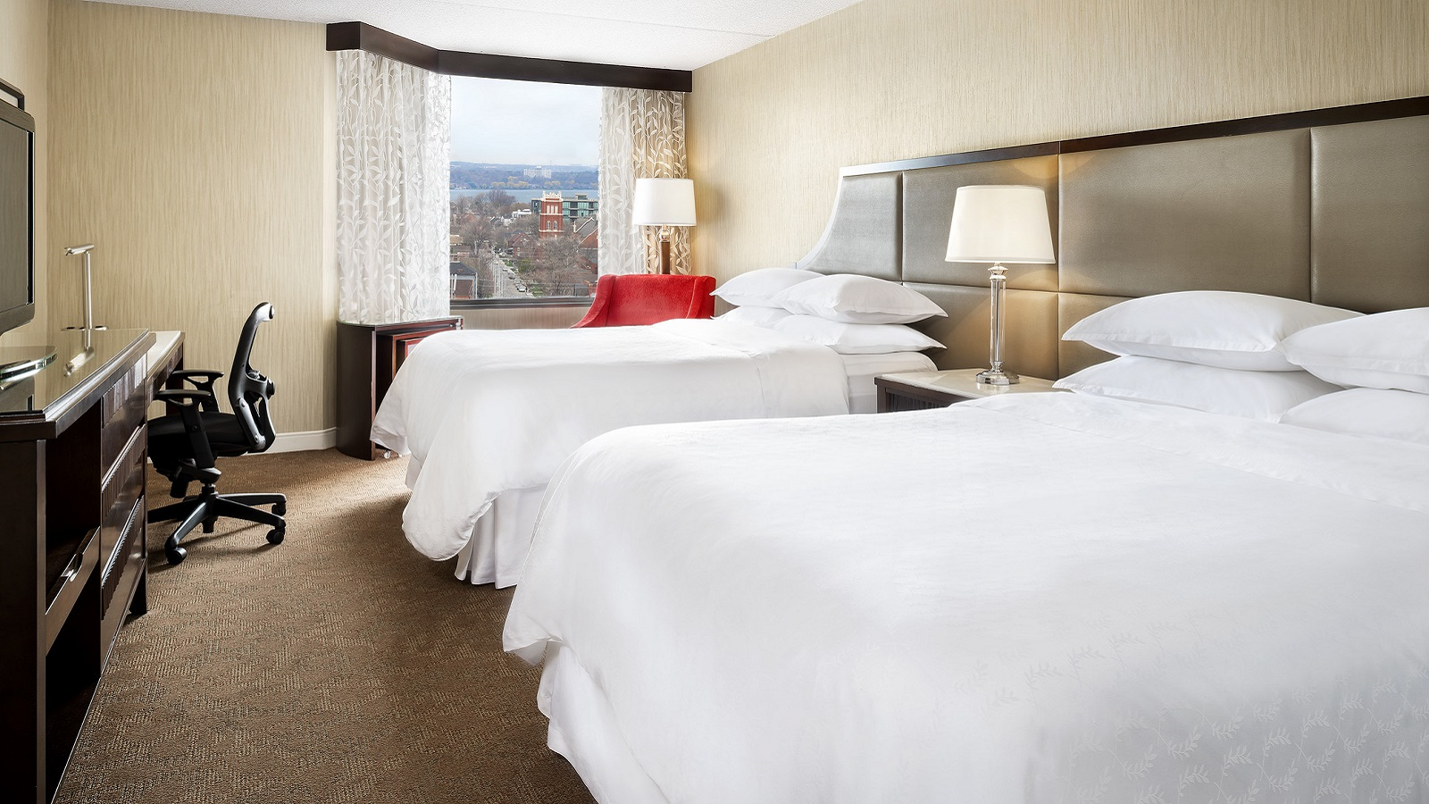Traditional Double Queen Guest Room | Sheraton Hamilton Hotel