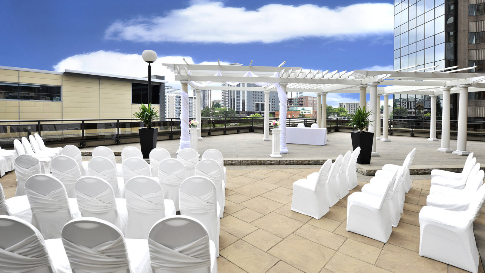 Outdoor Hamilton Wedding Venue Space - Sheraton Hamilton Hotel
