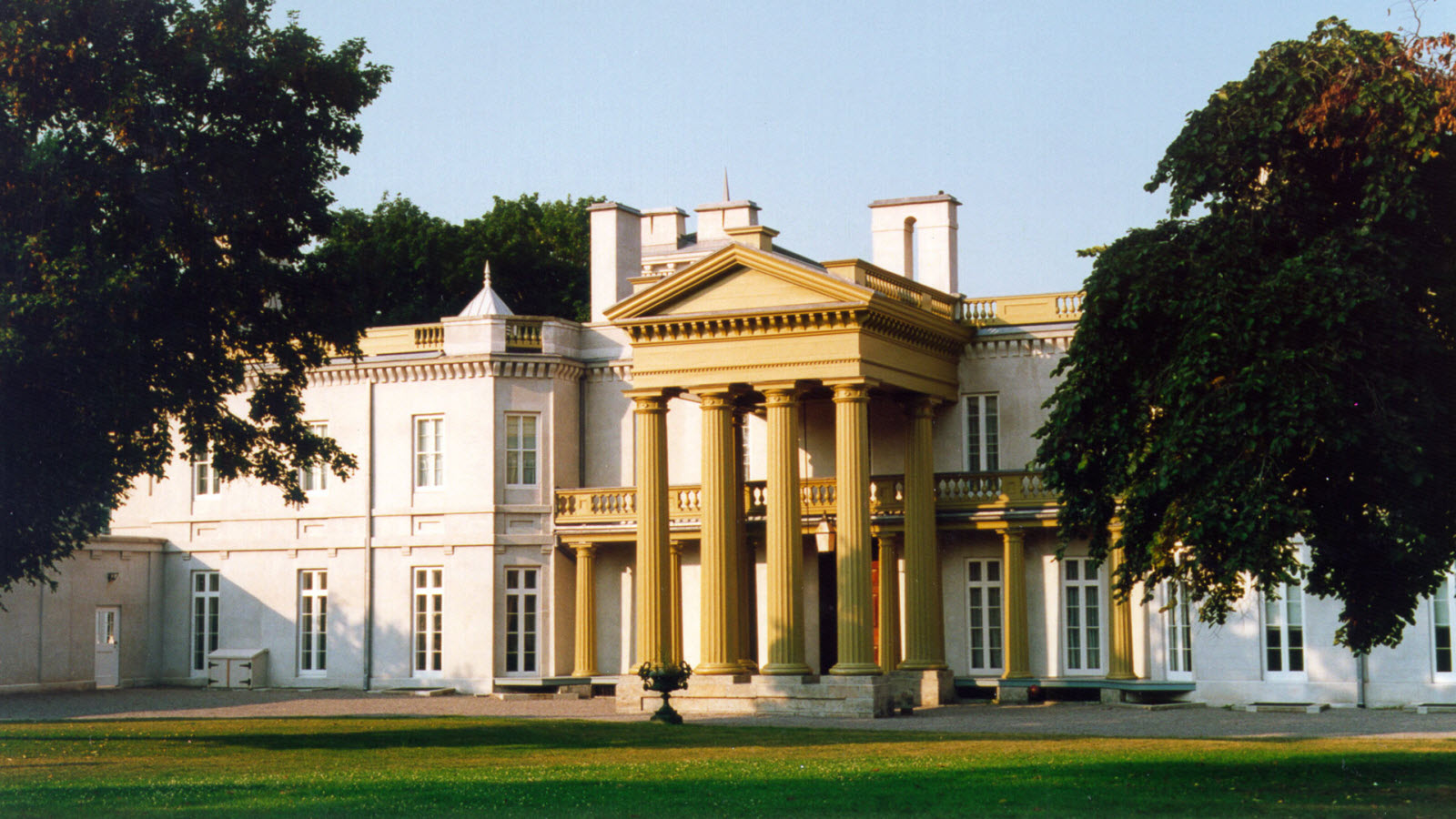 Things to do in Hamilton - Dundurn Castle